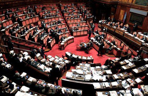 Cruces entre legisladores italianos por el pase verde obligatorio para los parlamentarios