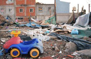 Denuncian que las familias desalojadas en el Barrio 31 están en paradores y refugios