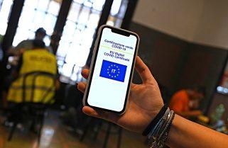 """Italia exigirá el """"pase verde"""" a proveedores y a quienes se reúnan en edificios públicos"""