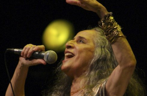 Maria Bethânia presenta su nuevo disco en Radio Nacional Folklórica