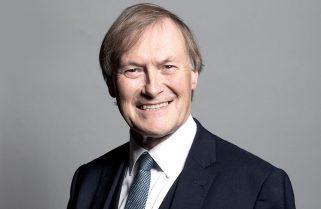 Murió el diputado británico apuñalado durante un encuentro con sus votantes