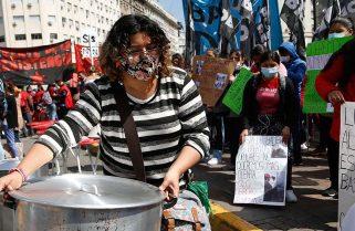 Organizaciones sociales realizan una protesta y olla popular en el Obelisco