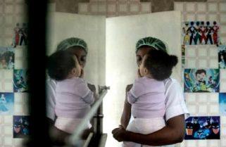 """Un millar de mujeres y niños está en """"peligro inmediato"""" en prisiones libias"""