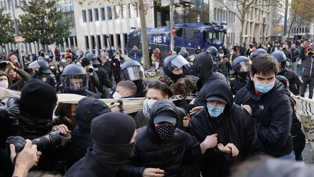 Los manifestantes se congregaron en la Puerta de Brandeburgo