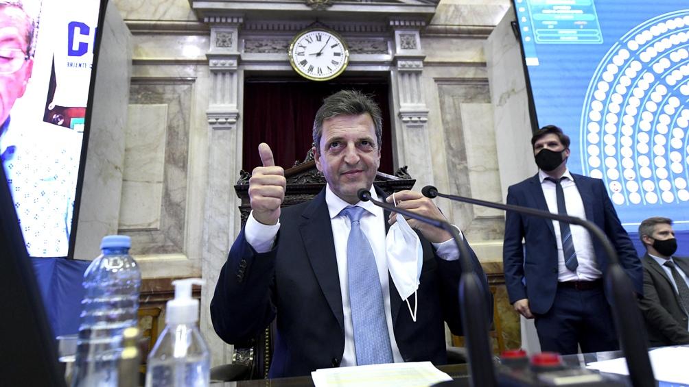 Previo a retomar la presidencia de la sesión, Massa estuvo reunido, junto al presidente del bloque del Frente de Todos, Máximo Kirchner.