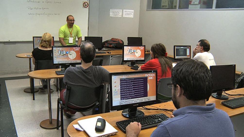 Numerosos trabajadores realizan actividades para empresas radicadas en el exterior desde la Argentina.